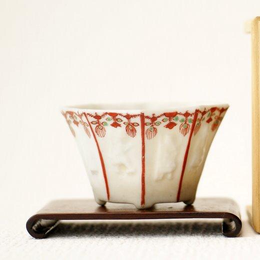 白磁梁付浮彫切足木瓜鉢