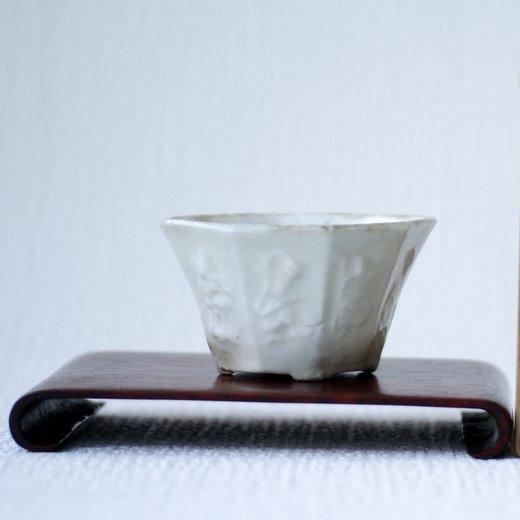 白磁浮彫切足木瓜鉢